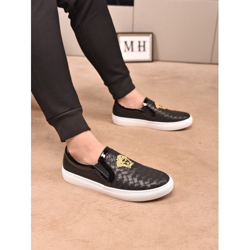 Versace Casual Shoes For Men #859310