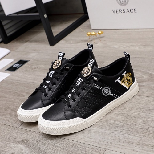 Versace Casual Shoes For Men #859566