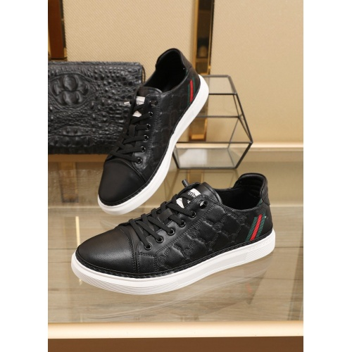 Versace Casual Shoes For Men #859583