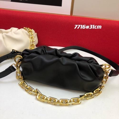Bottega Veneta BV AAA Quality Messenger Bags For Women #859831