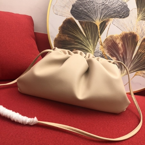 Bottega Veneta BV AAA Quality Messenger Bags For Women #859920