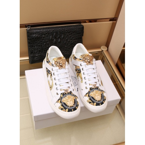 Versace Casual Shoes For Men #862644