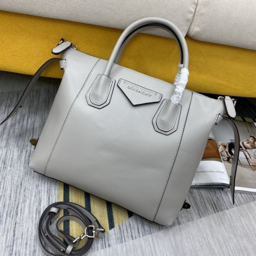 Givenchy AAA Quality Handbags For Women #865608