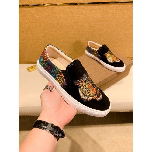 Versace Casual Shoes For Men #866760