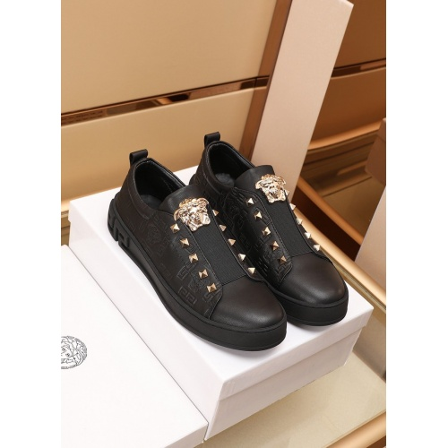 Versace Casual Shoes For Men #866820