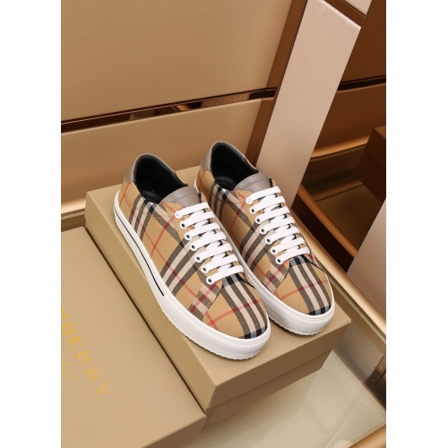 Burberry Casual Shoes For Men #867574