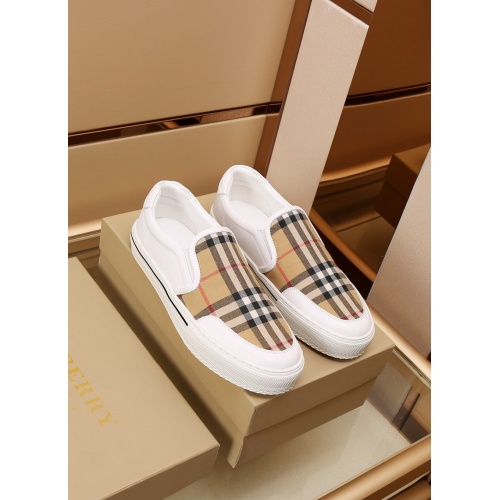 Burberry Casual Shoes For Men #867575