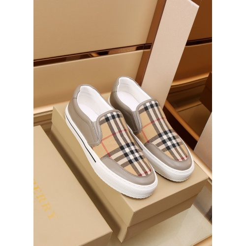 Burberry Casual Shoes For Men #867577