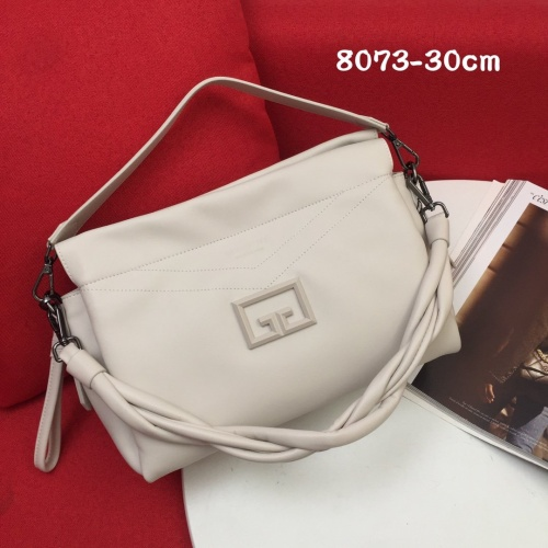 Givenchy AAA Quality Handbags For Women #868326