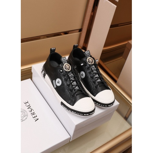 Versace Casual Shoes For Men #869270