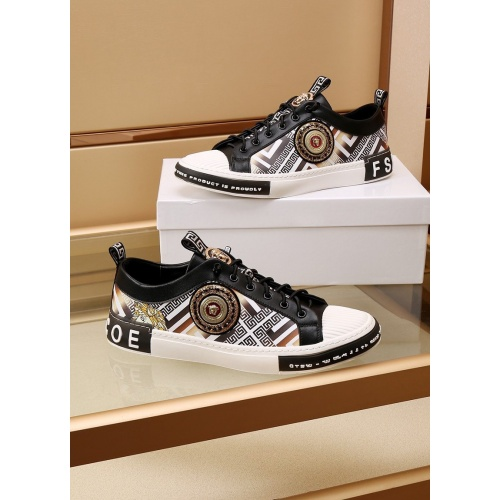 Versace Casual Shoes For Men #872184