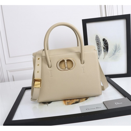 Christian Dior AAA Quality Messenger Bags For Women #872310