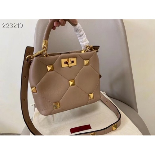 Valentino AAA Quality Messenger Bags For Women #872368