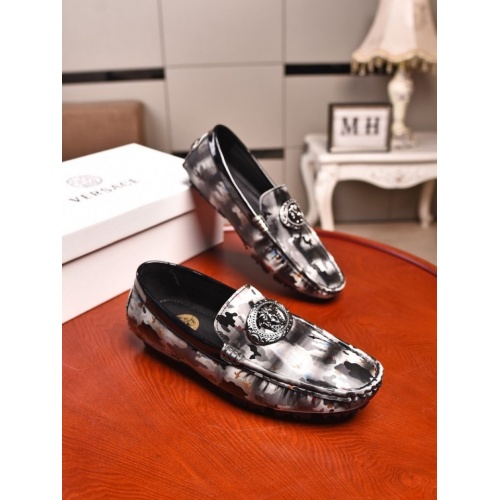 Versace Casual Shoes For Men #873974