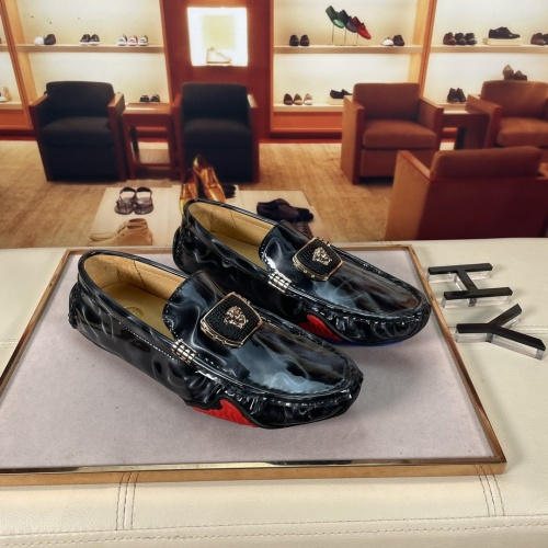 Versace Leather Shoes For Men #875513