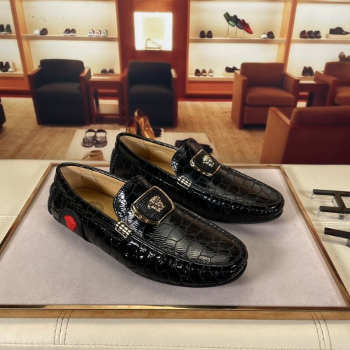 Versace Leather Shoes For Men #875514
