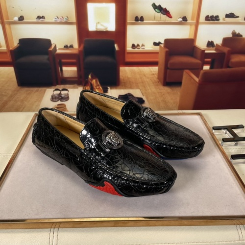 Versace Leather Shoes For Men #875515