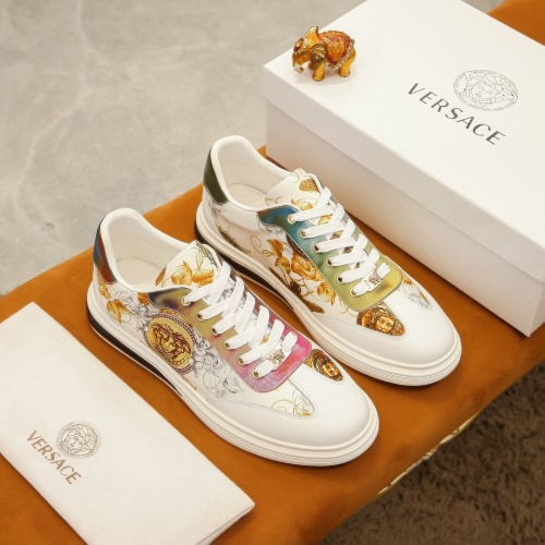 Versace Casual Shoes For Men #875624