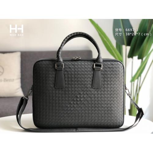 Bottega Veneta AAA Man Handbags #876116