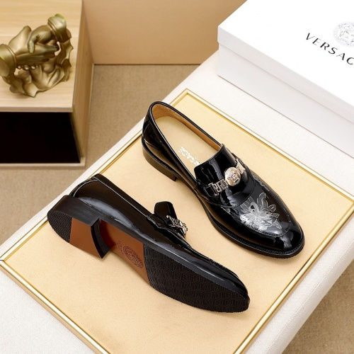 Versace Leather Shoes For Men #876367