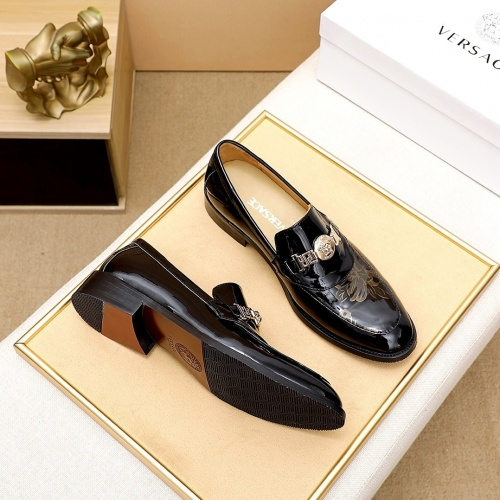 Versace Leather Shoes For Men #876368