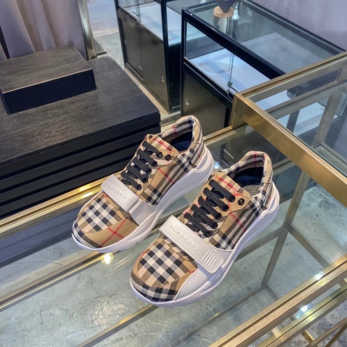 Burberry Casual Shoes For Men #877006