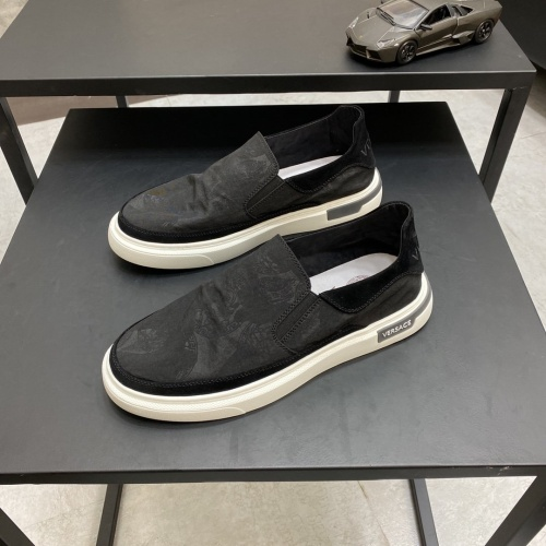 Versace Casual Shoes For Men #877446