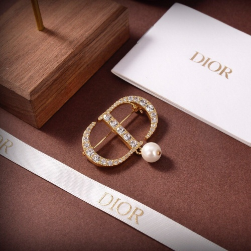 Christian Dior Brooches For Men #880367