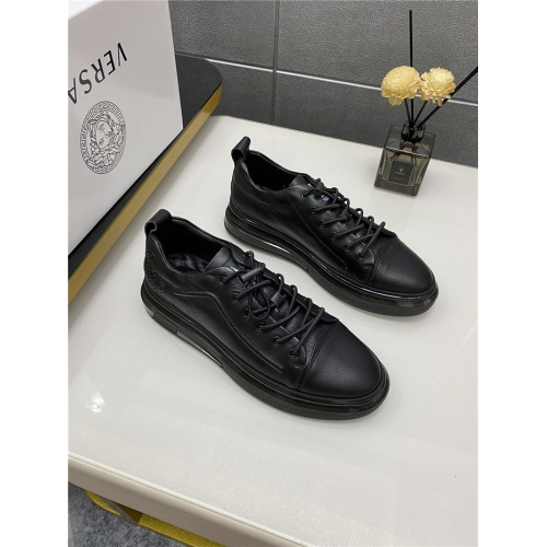 Versace Casual Shoes For Men #880571