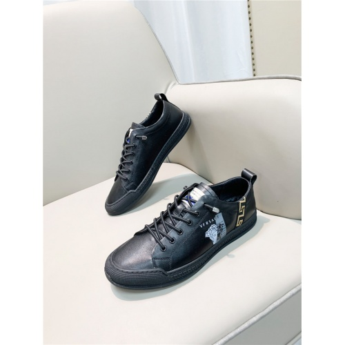 Versace Casual Shoes For Men #880595