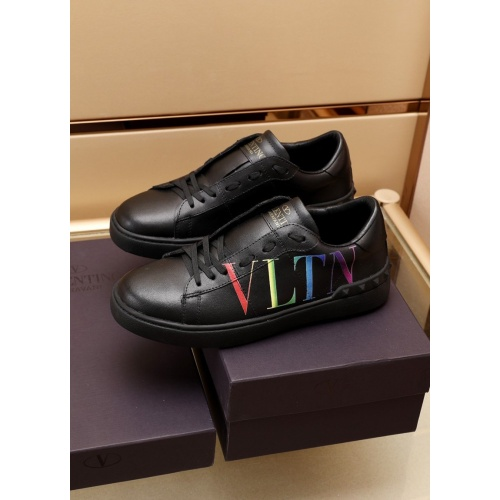 Valentino Casual Shoes For Men #881081