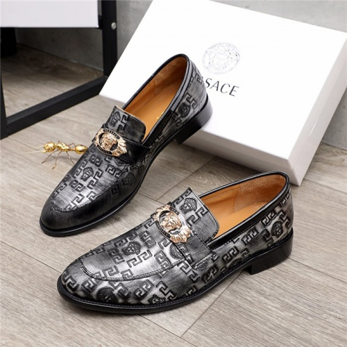 Versace Leather Shoes For Men #881407