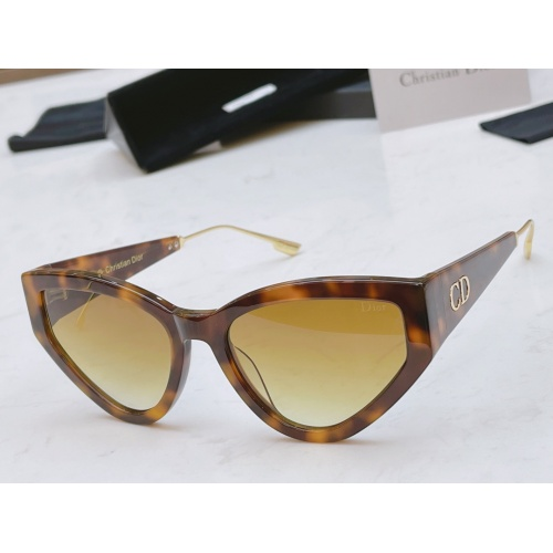 Christian Dior AAA Quality Sunglasses #882654