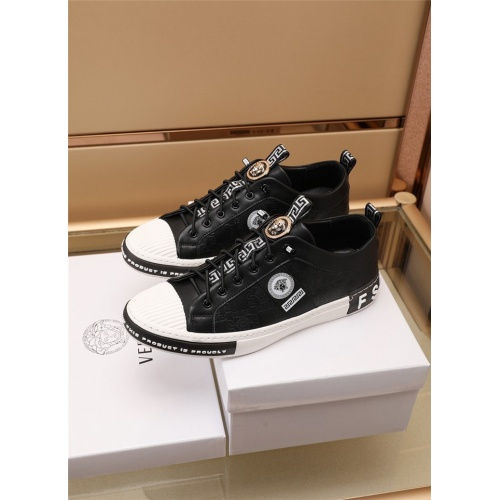 Versace Casual Shoes For Men #885127