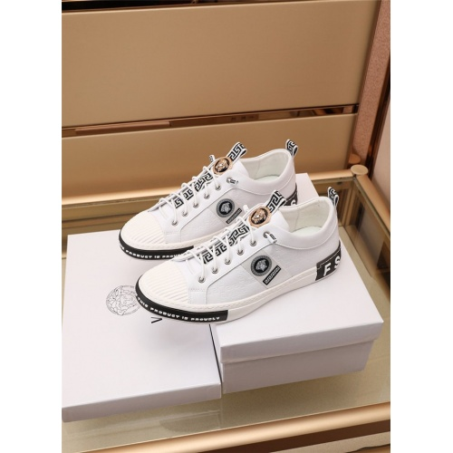 Versace Casual Shoes For Men #885128