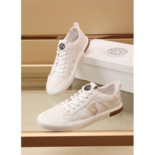 Versace Casual Shoes For Men #885459
