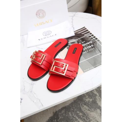 Versace Slippers For Women #885907
