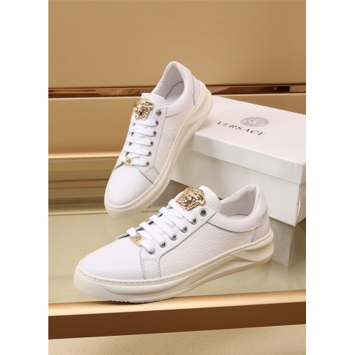 Versace Casual Shoes For Men #886410