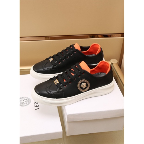 Versace Casual Shoes For Men #886411