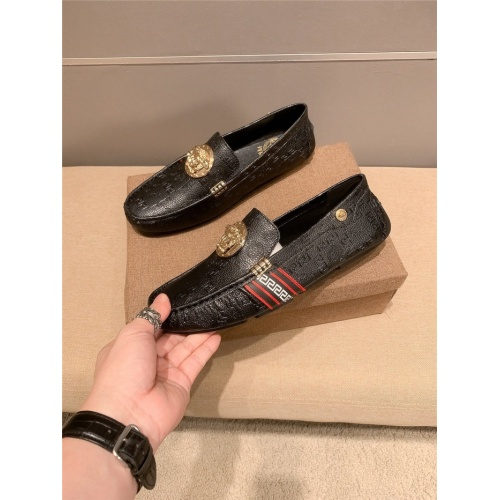 Versace Casual Shoes For Men #889427