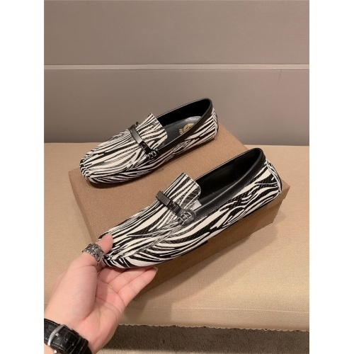 Versace Casual Shoes For Men #889429
