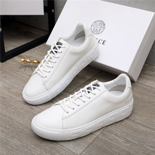 Versace Casual Shoes For Men #890576