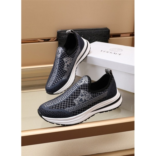 Versace Casual Shoes For Men #891174