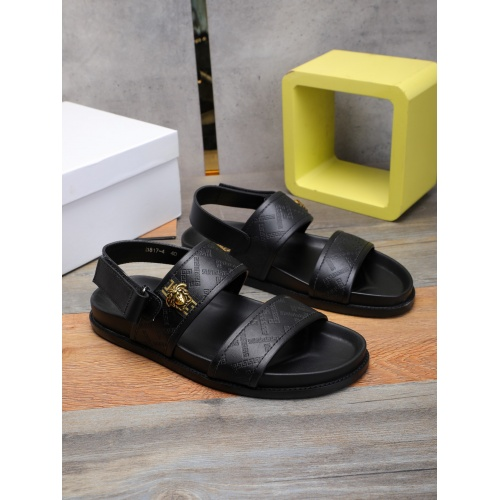 Versace Sandal For Men #893161