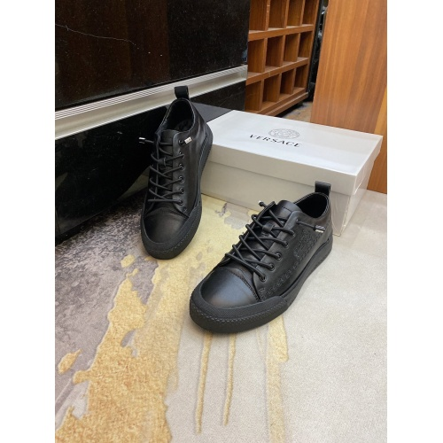 Versace Casual Shoes For Men #893619