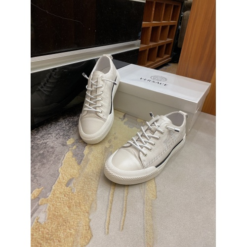 Versace Casual Shoes For Men #893620