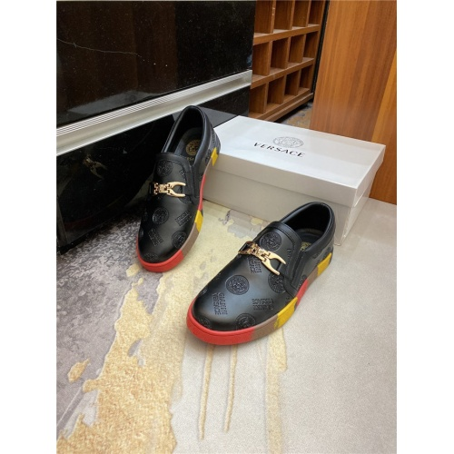 Versace Casual Shoes For Men #893884