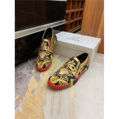 Versace Casual Shoes For Men #893888