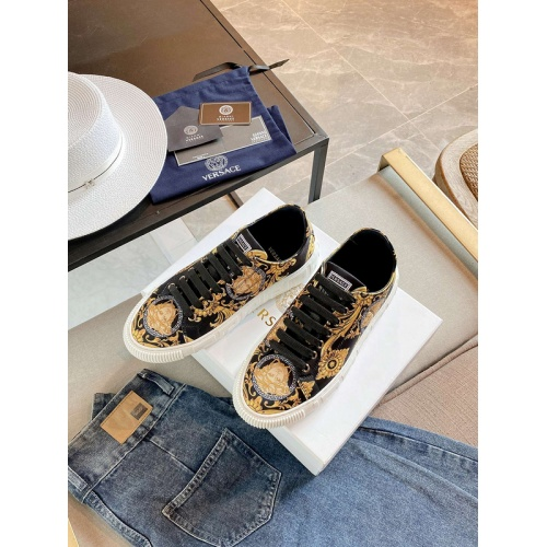Versace Casual Shoes For Women #894934