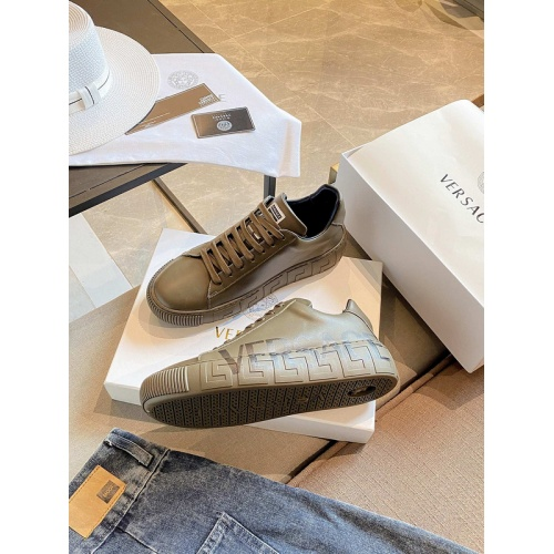 Versace Casual Shoes For Men #894940